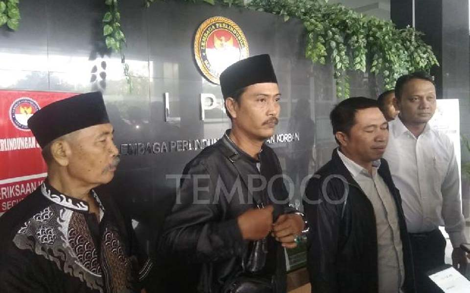 Wisnu Rakadita and families of victims at LPSK – June 17, 2019 (Tempo)