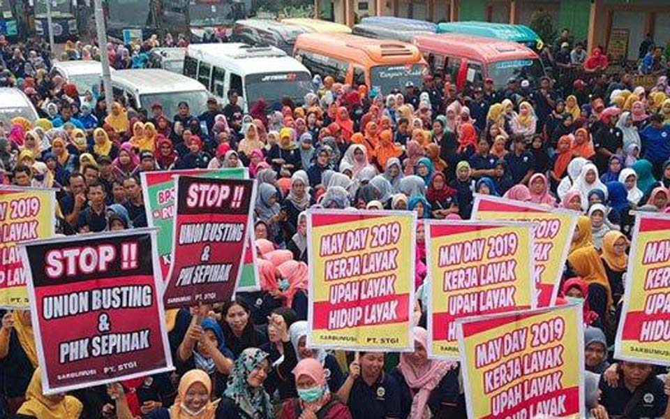 Workers in Pasuruan prepare to join May Day in Surabaya – May 1, 2019 (Tribune)